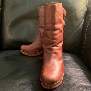 Ugg Lynnea Distressed Clog Boots Chestnut brown